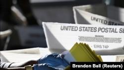 Szavazólapokat számolnak Atlantában, Georgia államban, 2020. november 4-én.