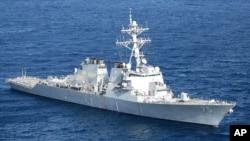 Американский эсминец «Дональд Кук».