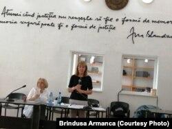 Monica Macovei, fost ministru al Justiției, și Cristina Guseth, directoarea Freedom House, organizatorul acțiunii.