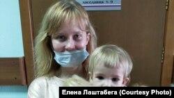 Елена Лаштабега с ребенком