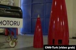 Айга учуруу долбоору үчүн колдонула турган гибрид ракетанын шекили. Стамбул, Түркия. 2021-жылдын 28-февралы.