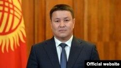 Исполнябщий обязанности президента Талант Мамытов.