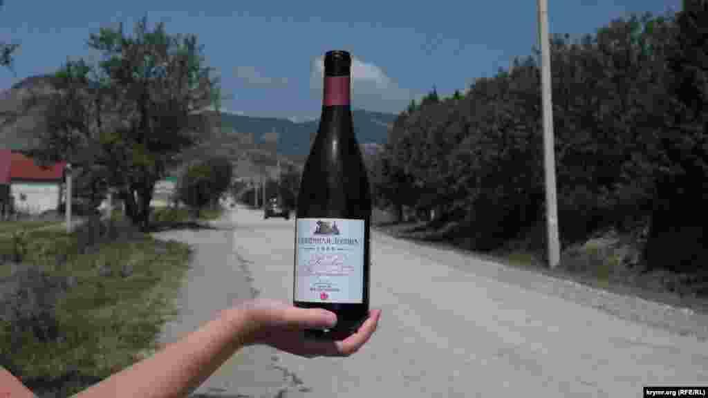 «Сонячна Долина» знаменита, в першу чергу, кріпленими винами – мадерою і портвейнами, проте останніми роками завод став випускати як сухі, так і напівсолодкі вина