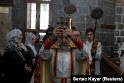 مراسم کریسمس در کلیسای ارتودکس مریم باکره در دیاربکر، توسط گروهی از مسیحیان سوریه در دسامبر ۲۰۱۸