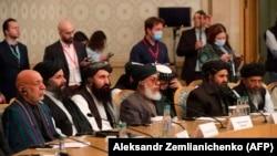 Ish-presidenti afgan, Hamid Karzani, bashkëthemeluesi i talibanëve, Mullah Abdul Ghani Baradar dhe përfaqësues të tjerë, marrin pjesë në konferencën e paqes për Afganistanin që po mbahet në Moskë të Rusisë.