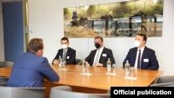 Претседателот на ВМРО-ДПМНЕ Христијан Мицкоски, на средба со Комесарот за проширување на Европската Унија (ЕУ), Оливер Вархеј