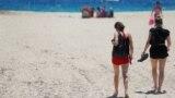 Strand a spanyolországi Palma de Mallorcán, 2021. július 1-én.