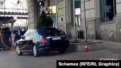 Відеореєстратор «Схем» , зокрема, зафіксував, як за годину до свята Range Rover привіз до готелю жінку, схожу на Юрушеву, з вечірнім вбранням і білим пакунком