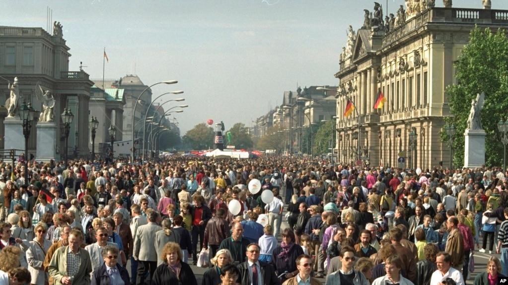 Центр Берлина 3 октября 1990 года. Первые часы после объединения страны