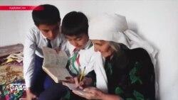 «Хочу увидеть Америку». Зачем 72-летняя таджичка усердно учит английский