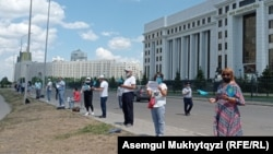 Protesters in front of the Prosecutor-General's Office in Nur-Sultan on June 28.
