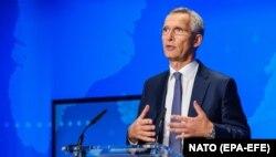 """Secretarul general NATO, Jens Stoltenberg, invocat """"activitatea malignă"""" a Moscovei atunci când a explicat înjumătățirea Misiunii Rusiei pe lângă NATO."""
