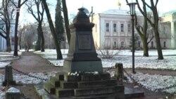 Невідомі поцупили пам'ятник Пушкіну в Чернігові (відео)