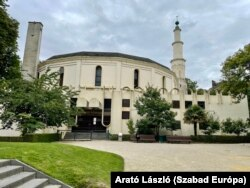 A park része a kalandos sorsú nagy mecset is