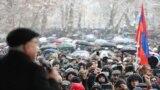 Лидер оппозиционного «Движения за спасение Отечества» Вазген Манукян выступает на митинге на площади Свободы в Ереване, 20 февраля 2021 г.