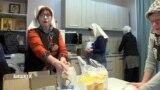 Волонтеры Бишкека помогают бездомным на рейсах «автобуса милосердия»