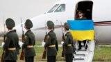 Боєць Національної гвардії Віталій Марків під час повернення до України. Київ, 4 листопада 2020 року