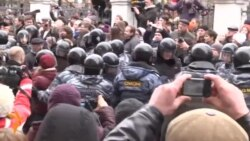 Police Detain Scores Of Protesters As Bolotnaya Trial Ends