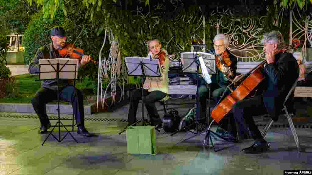 Місцеві майстри виконують «Пори року» Антоніо Вівальді
