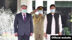 Церемония встречи президента Таджикистана Эмомали Рахмона в Исламабаде, 2 июня 2021 года.