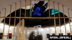 У Лукіскай турме ў Вільні адкрылася фотавыстава «Мяжа», прысьвечаная беларусам, якія пад ціскам былі вымушаныя пакінуць Беларусь.