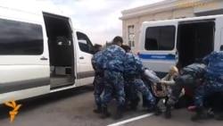 Задержание протестующих у Акорды