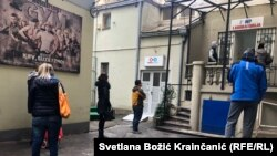 Red za analizu antitela nakon vakcine ispred jedne od laboratorija INEP-a u Beogradu