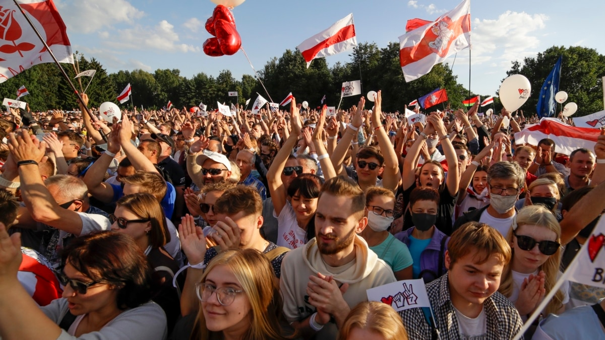 Акция в поддержку Тихановськои стала самой массовой в Минске за 10 лет