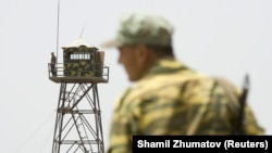 A Tajik frontier guard stands at a border post with Afghanistan on the Panj River. Developments in northern Afghanistan have caused alarm across neighboring states Tajikistan, Uzbekistan, and Turkmenistan. (file photo)