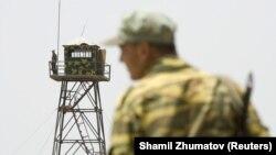 The Tajik Border Service said that more than 300 Afghan soldiers were forced to flee into Tajikistan's Shamsiddin Shohin region. (file photo)