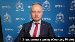 Былы начальнік аддзелу 3-га ўпраўленьня Галоўнага ўпраўленьня барацьбs з арганізаванай злачыннасьцю і карупцыяй (ГУБАЗіК), а цяпер прадстаўнік ініцыятывы ByPol Аляксандар Азараў