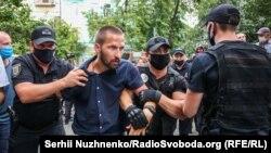 Поліція затримала кількох активістів під час акції під посольством Білорусі в Києві 10 серпня