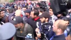 نیکول پاشینیان، رهبر مخالفان دولت ارمنستان، بازداشت شد