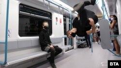 По случай деня на София в метрото имаше изпълнения на улични артисти