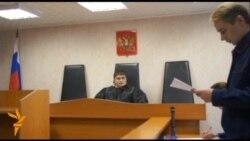 Вже вісьмом активістам Greenpeace, включно з капітаном корабля, суд у російському Мурманську санкціонував арешти