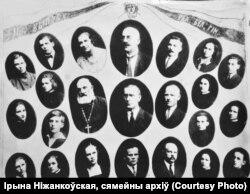 Аляксандар Уласаў (зьверху) ў кампаніі выпускнікоў Радашкавіцкай гімназіі