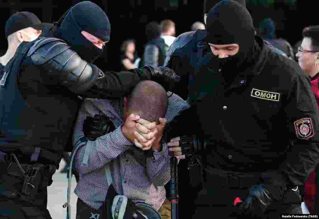 Law enforcement officers in Minsk detain a participant in a protest against the results of the 2020 Belarusian presidential election. (TASS/Natalia Fedosenko)