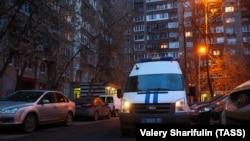 Poliția în fața blocului unde locuiește Alexei Navalnîi, 27 ianuarie