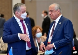 Tajik Foreign Minister Sirojiddin Muhriddin (left) speaks with the special U.S. envoy to Afghanistan, Zalmay Khalilzad, at the Central and South Asia 2021 conference in Tashkent on July 16.