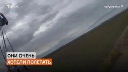 Воздушные гимнастки впервые в мире сели на шпагат в небе над Новосибирском