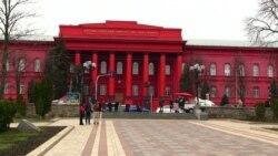 Більшість опитаних Радіо Свобода – проти заборони всіх російських книжок в Україні