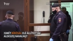 Mosolyogva lépett a tárgyalóterembe Navalnij