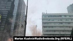 Пратэстоўцы запалілі дымавыя шашкі пад будынкам суда