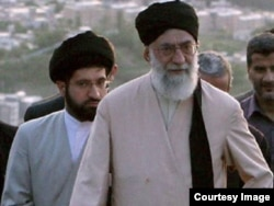 Великий аятолла Али Хаменеи с сыном Моджтабой, дата съемки неизвестна