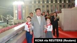 """Ким Чен Ун на площад """"Ким Ир Сен"""" в Пхенян. 9 септември 2021 г."""