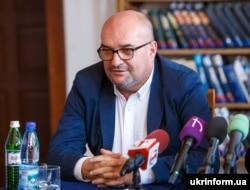 Голова угорської партії «КМКС» Василь Брензович нині ймовірно переховується від офіційного слідства в Угорщині