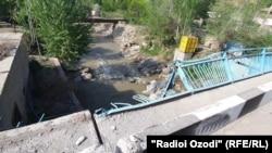 پل مرزی میان تاجیکستان و قرغیزستان در منطقه مورد منازعه