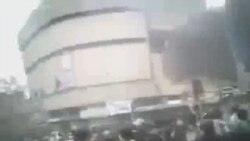 حمله با خودروی پلیس به معترضان در روز عاشورا