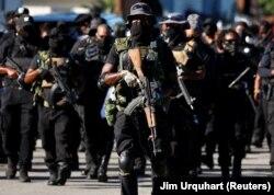 Membri înarmați ai miliției NFAC