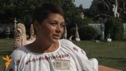 Екскурсовод розповідає про Національний музей-заповідник українського гончарства в Опішні